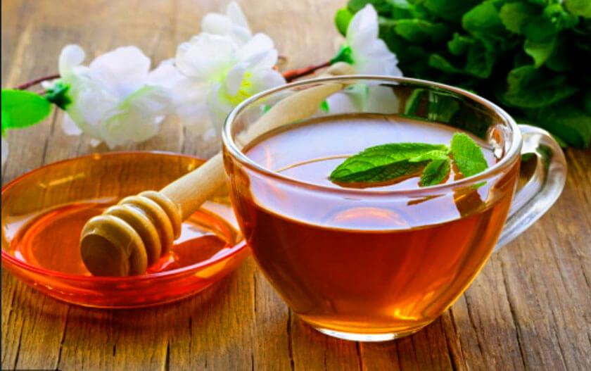 chữa viêm họng bằng mật ong nước ấm
