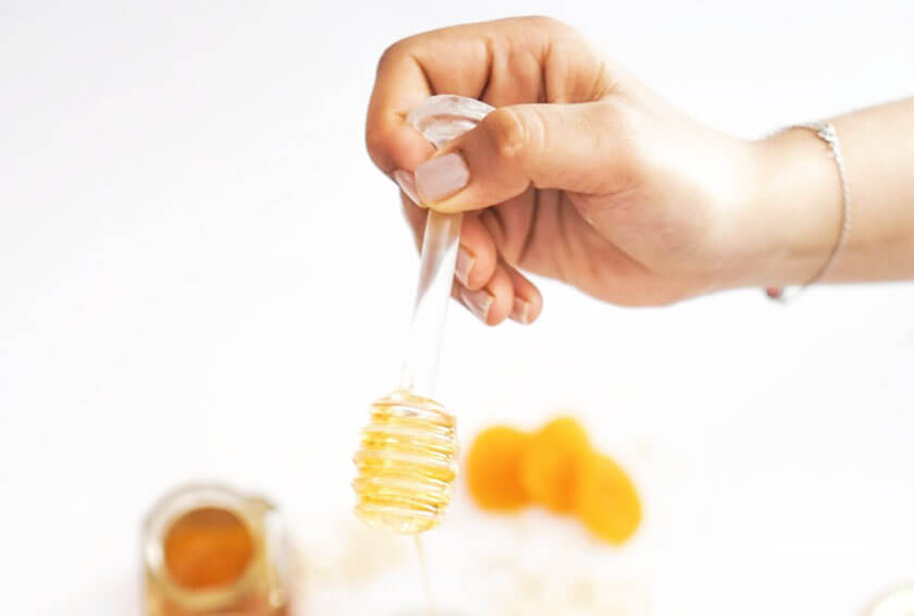 Kiểm tra mật ong nguyên chất bằng tay
